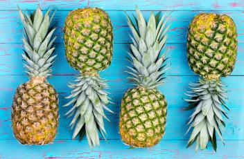 pineapple-blue-table